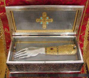 Ковчег с мощами преподобномучениц Елисаветы и Варвары